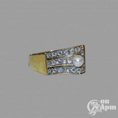 Кольцо с жемчугом и бриллиантами